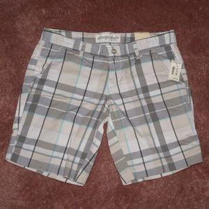 Aeropostale 7/8 plaid shorts white grey blue NWT